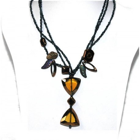 Ladies Neckalce with glass and beads.